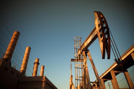 Нефть закачалась
