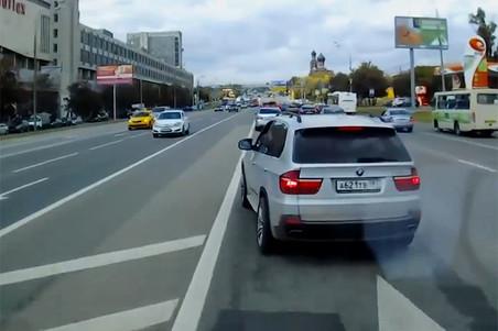 В Москве арестован автохам на BMW X5, мешавший скорой помощи