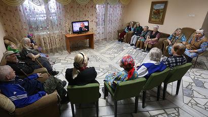 Подопечные Верхнеуслонского дома-интерната для престарелых и инвалидов смотрят пресс-конференцию...