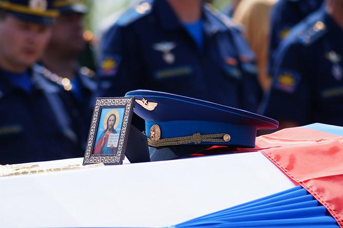 Разбившегося в Сирии российского пилота похоронили под Саратовом