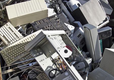 Электронный мусор мог бы стать ценным сырьем для промышленности, а становится опасным загрязнителем окружающей среды