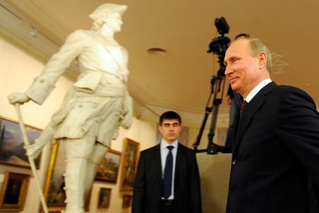 Премьер провел совещание в Саратове по проблемам в музейной отрасли