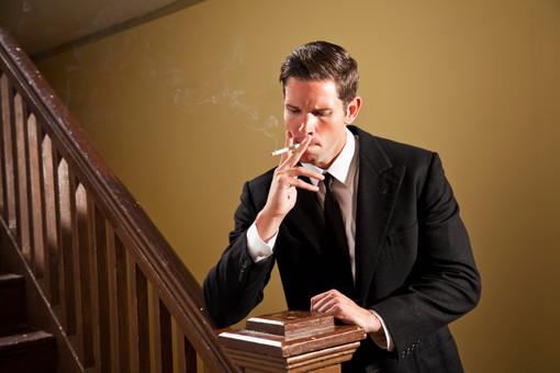 Стены комнаты долго хранят следы курения