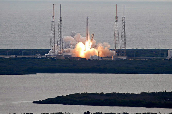 Корабль Dragon cгрузом МКС успешно приводнился вТихом океане