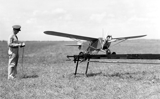 Один из первых в мире беспилотников Radioplane OQ-2