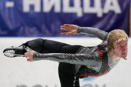 Плющенко всего 0,63 балла не добрал до результата канадца Патрика Чана, с которым тот выиграл финал...