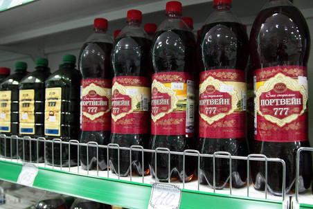 Сладкие алкогольные напитки, приготовленные из сухого вина с добавлением...