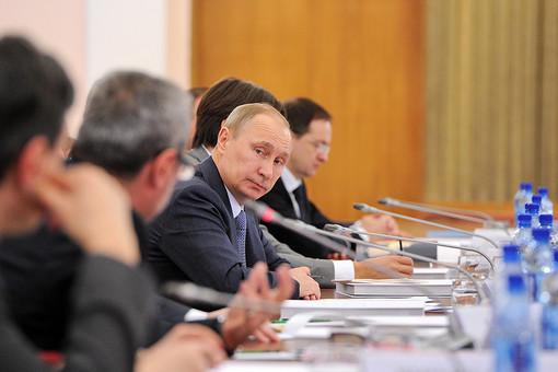 Президент России Владимир Путин во время расширенного заседания президиума Совета при президенте РФ по культуре и искусству