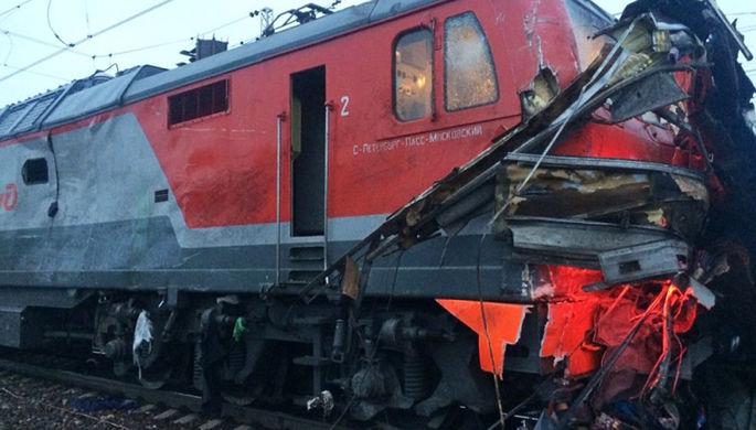 ВПодмосковье поезд врезался вгрузовую фуру напереезде