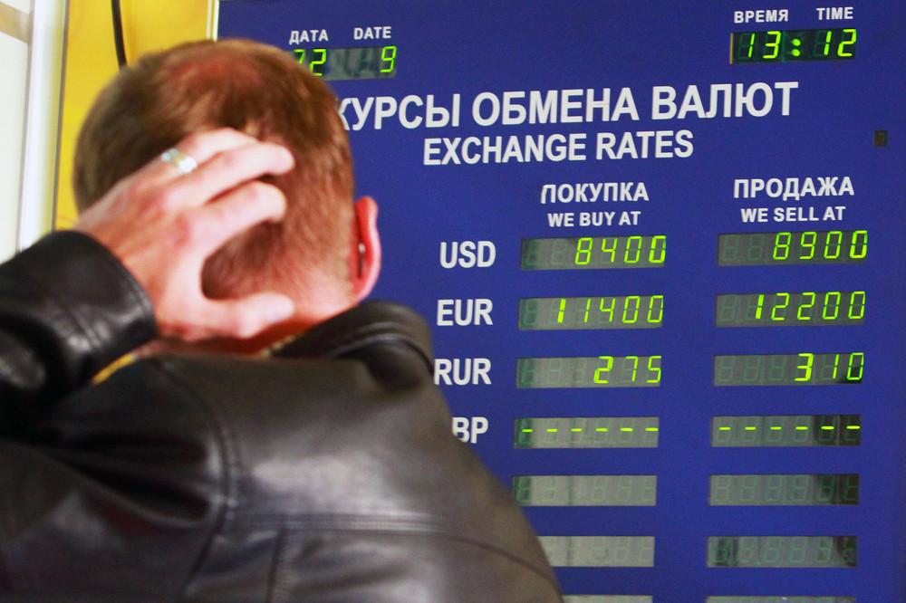 Курс валют в обменниках пустили в