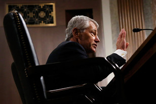 Предложенный Обамой в министры обороны республиканец Чак Хейгел с боем получил одобрение профильного комитета в сенате