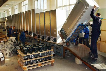 ФМС обнаружила 400 узбеков и таджиков на территории завода LG в Подмосковье.
