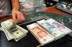 С начала года рубль по отношению к доллару упал более чем на 10%, но аналитики не исключают укрепления национальной валюты