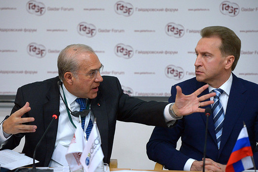 Генеральный секретарь Организации экономического сотрудничества и развития Анхель Гурриа (слева) и Игорь Шувалов на Гайдаровском форуме — 2014