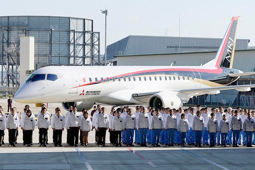MRJ на презентации Mitsubishi Aircraft