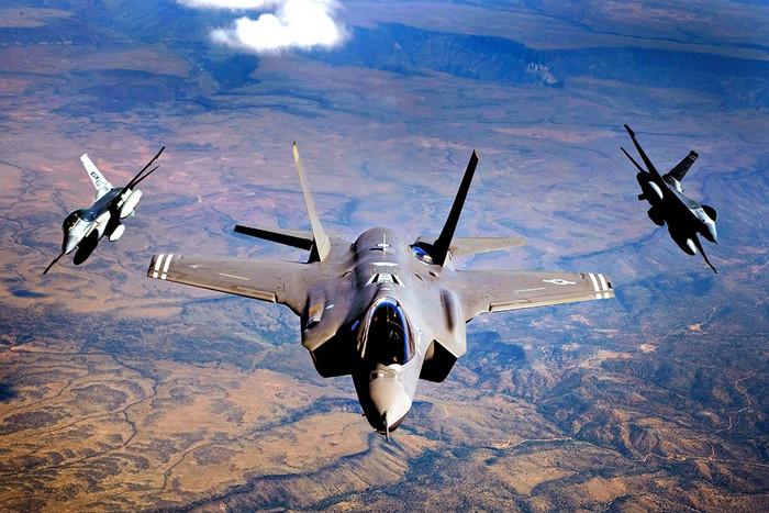 США могут усилить Японию боевыми самолетами F-35B