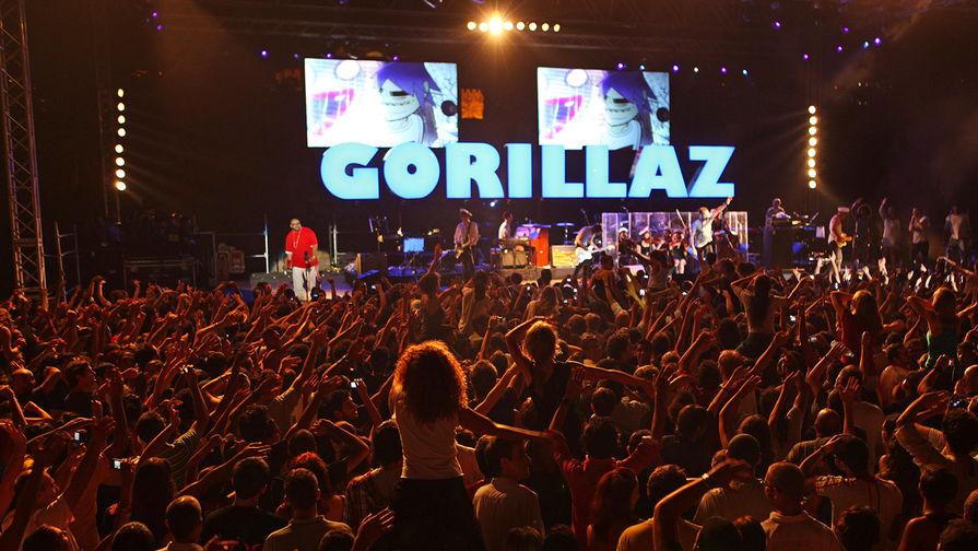 Участник группы Gorillaz госпитализирован после падения сосцены