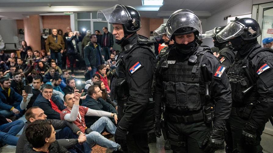 Захват телевидения: протестующим в Сербии не дали эфир