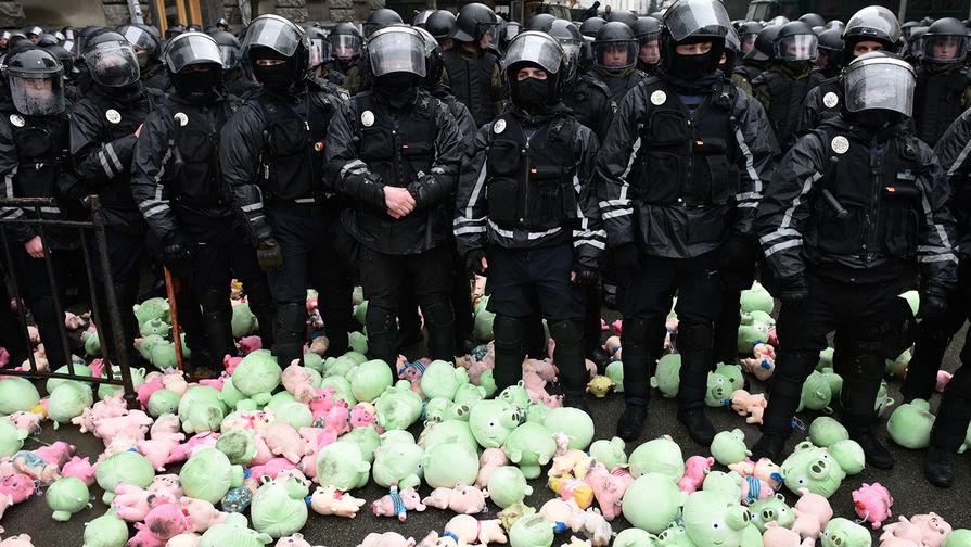 Атака в Киеве: радикалы подложили свинью Порошенко