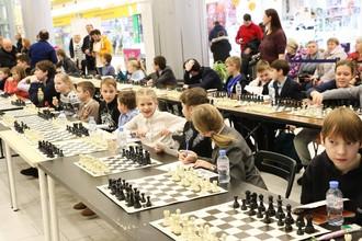 Гроссмейстеры провели с детьми сеанс одновременной игры