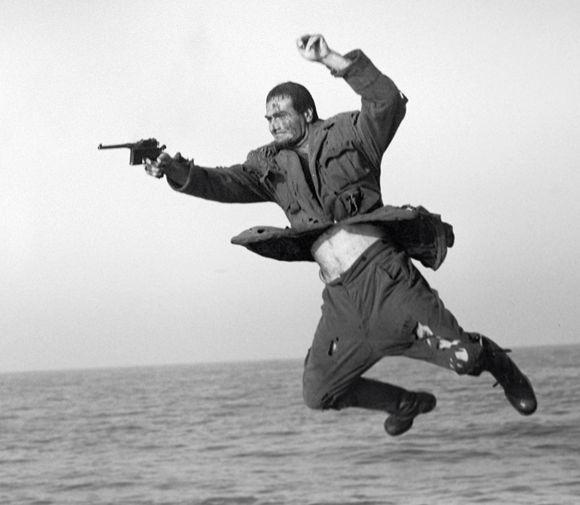 Кахи Кавсадзе в роли Абдуллы в кадре из фильма «Белое солнце пустыни» (1970)