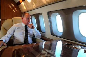 Президент РФ Владимир Путин на борту президентского самолета
