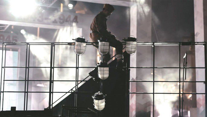 Сцена из спектакля Postmortem, режиссер Дмитрий Бикбаев
