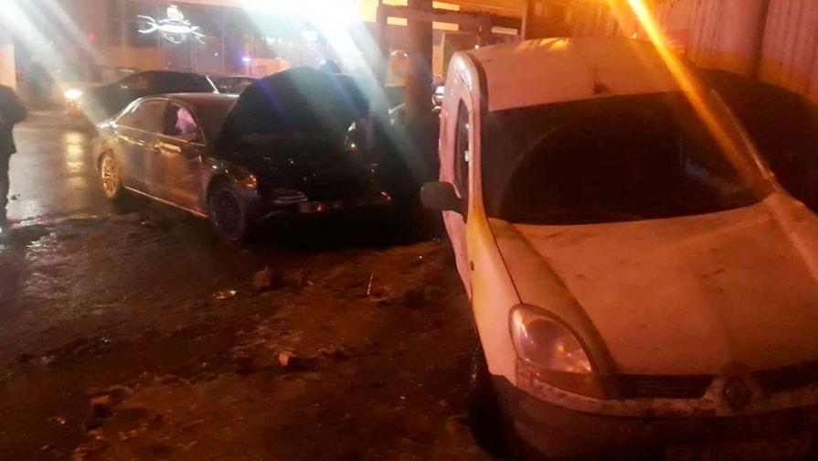 Шли в театр: автомобиль протаранил группу школьников