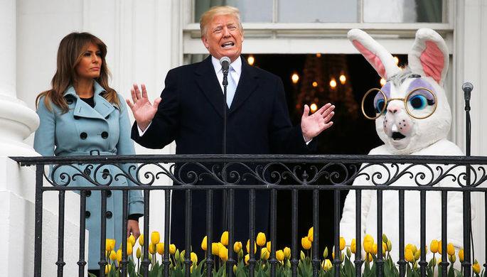 Президент США Дональд Трамп с первой леди Меланьей Трамп во время ежегодного фестиваля катания...