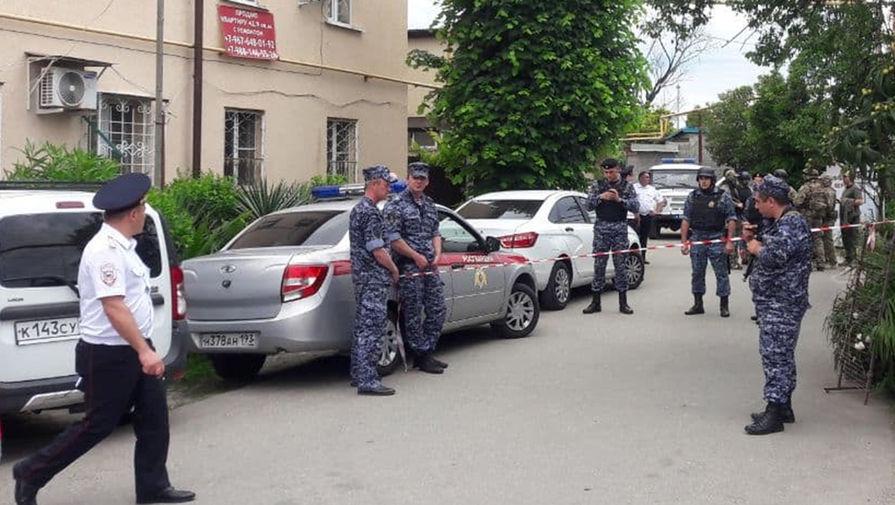 На месте происшествия, в ходе которого убили двух судебных приставов в Сочи, 9 июня 2021 года
