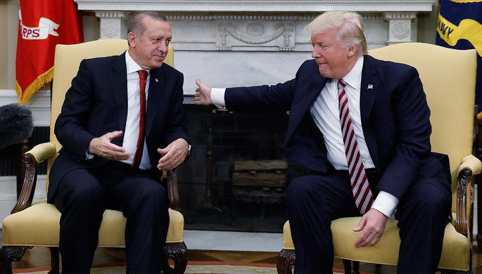 Президент Турции Реджеп Тайип Эрдоган и президент США Дональд Трамп во время встречи в Белом доме...