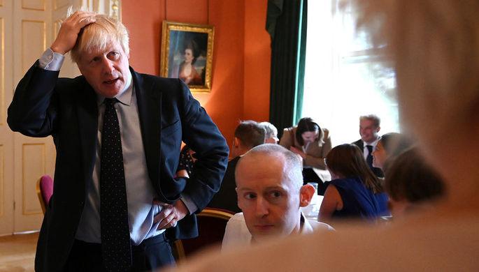 Премьер-министр Великобритании Борис Джонсон во время встречи с работниками Национальной службы здравоохранения Англии на Даунинг-стрит в Лондоне, 3 сентября 2019 года