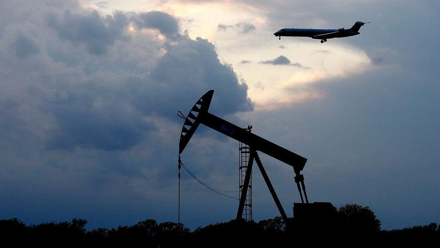 Цена нефти марки Brent впервые с 21 мая опустилась ниже $65 за баррель