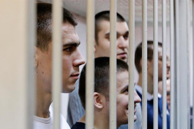 Обвиняемые и сотрудники полиции во время оглашения приговора по делу о беспорядках на Болотной площади 6 мая 2012 года в Замоскворецком суде