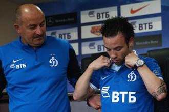 Наставник «Динамо» Станислав Черчесов ждет, когда новичок клуба, француз Матье Вальбуэна забьет свой первый гол