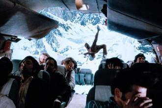 Кадр из фильма «Выжить» (1992)