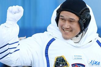 Врач и астронавт Японского агентства аэрокосмических исследований Норишиге Канаи перед полетом на МКС, 17 декабря 2017 года