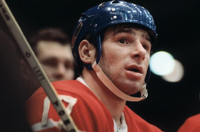 Игрок сборной команды СССР по хоккею Валерий Харламов, 1972 год