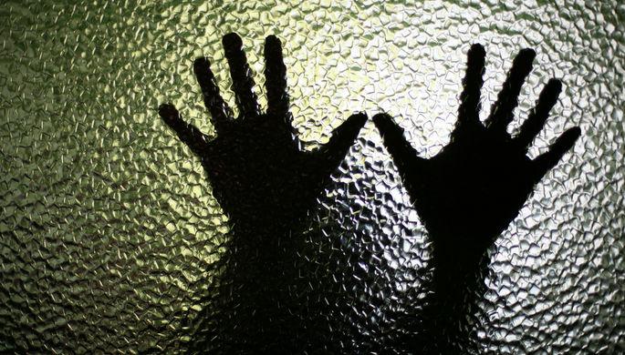 «Закон не защищает»: почему женщин наказывают за убийство домашних тиранов
