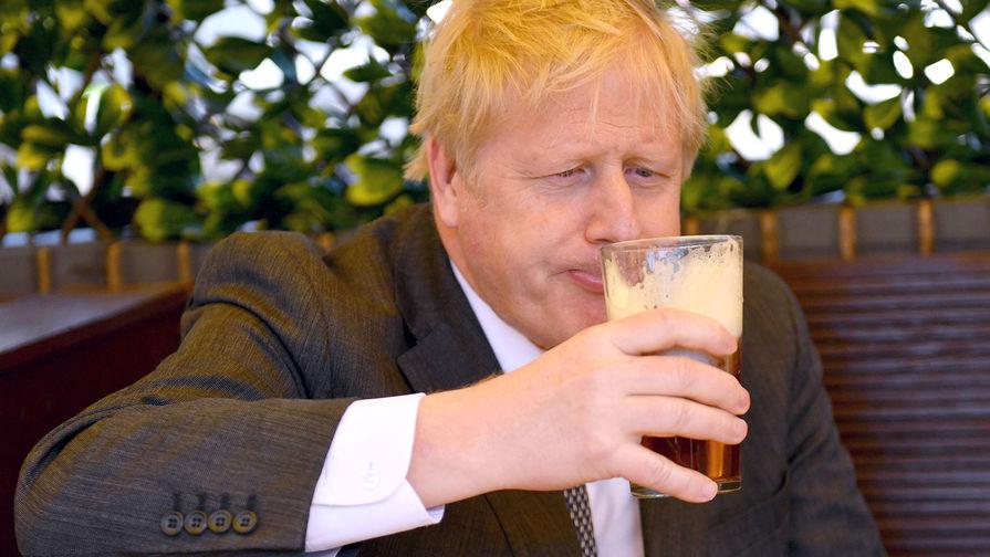 Британских депутатов уличили в пьянстве на рабочем месте