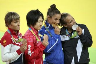 Российская дзюдоистка Наталья Кузютина завоевала бронзу в весовой категории до 52 кг, еще одна награда за третье место — у японки Мисато Накамуры. Первое в своей истории золото Олимпиады завоевала сборная Косово в лице Майлинды Келменди. Серебро — у итальянки Одетте Джуфриды