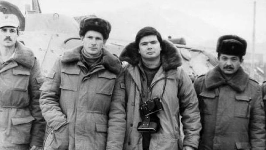 Артем Боровик (третий слева) в Афганистане