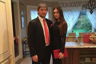 Александр Овечкин с женой Анастасией Шубской. 18 августа 2018 года у супругов родился сын