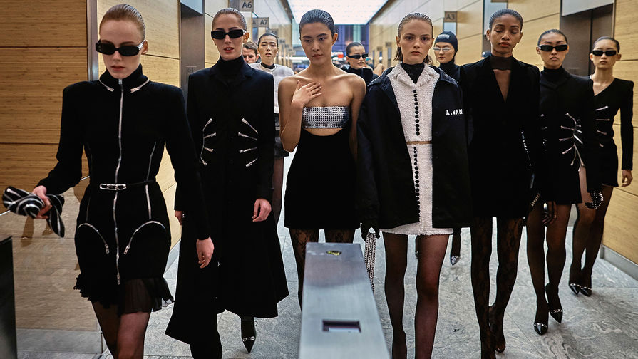 Почему дизайнеры бегут с недели моды