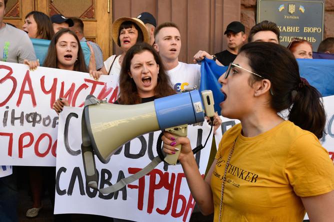 У здания Государственного бюро расследований (ГБР) в Киеве, 12 августа 2019 года