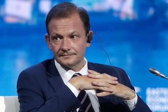 Телеведущий Сергей Брилев во время пленарного заседания в рамках Восточного экономического форума во Владивостоке, 5 сентября 2019 года