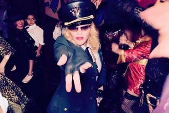 Опоздание, пиво и запрет телефонов: Мадонна унизила фанатов