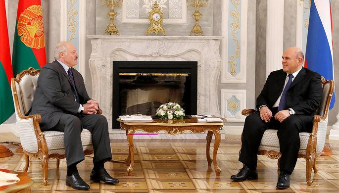 Президент Белоруссии Александр Лукашенко и премьер-министр России Михаил Мишустин во время встречи в Минске, 17 июля 2020 года