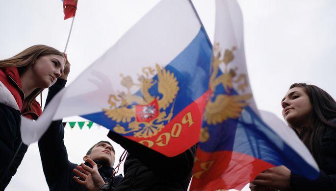 В аэропортах, самолётах и на железных дорогах: как и где поздравляют с Днем России