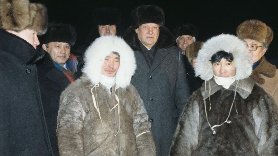 Борис Ельцин на встрече с оленеводами во время официального визита в Якутскую АССР, декабрь 1990 года